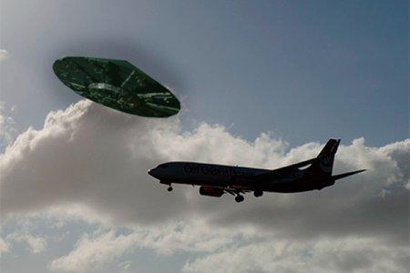 НЛО напало на самолет в Нью-Йорке