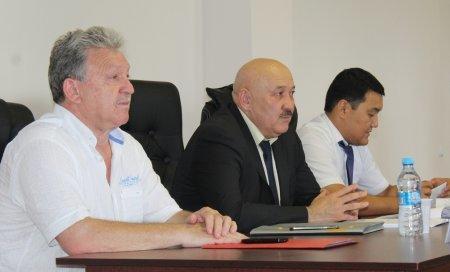 Сергей Пахомов: Идет работа по возврату футбольного поля в 1 микрорайоне Актау в собственность города