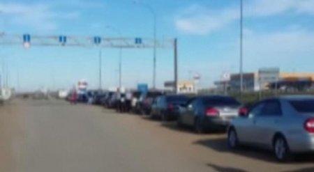 Казахстанцы вновь устремились за покупками в Россию
