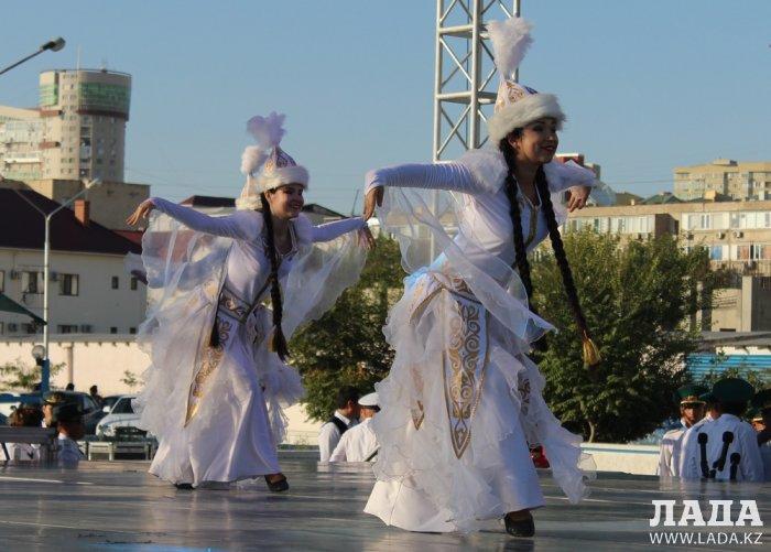На набережной Актау отпраздновали День пограничника