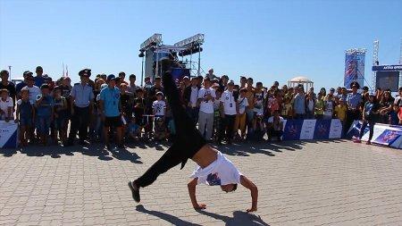В Актау прошли показательные выступления по трикингу и streetworkout