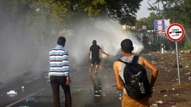 Мигранты вступили в столкновения с венгерской полицией