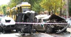 Трамвай протаранил 14 авто в Алматы