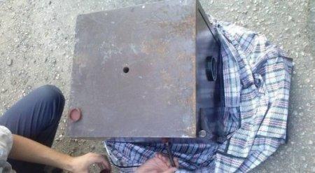 Набитый деньгами сейф откопали в сарае частного дома в Усть-Каменогорске