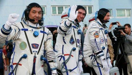 """""""Союз"""" с космонавтами на борту уклонился от обломков японской ракеты"""