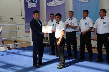 В Актау казахстанским судьям по боксу вручили сертификаты AIBA «Одна звезда»