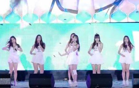 Провальное выступление девушек из корейской рок-группы стало видеохитом
