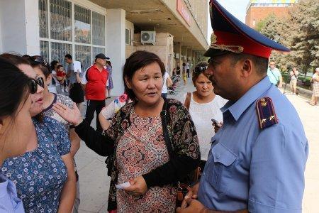 Подача заявлений на жилье в Актау обернулась давкой