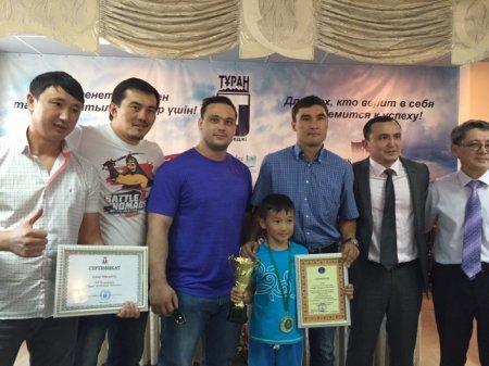 Девятилетний мальчик отжался 550 раз в честь 550-летия Казахского ханства
