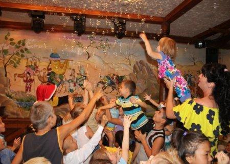 В Актау для подопечных фонда «Адал» устроили праздник
