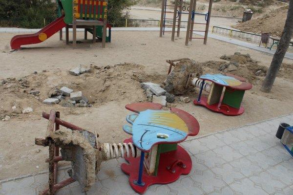 В Актау жители 14 микрорайона протестуют против уничтожения детской площадки