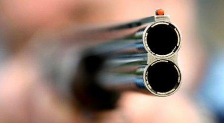 Двое мужчин расстреляли из ружей группу студентов и школьников в Байконуре