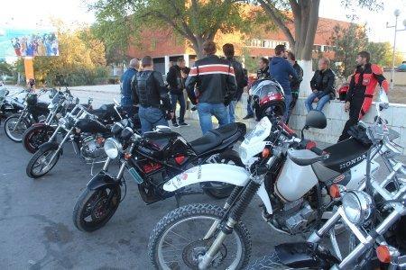 Мотоциклисты Актау почтили память погибших товарищей