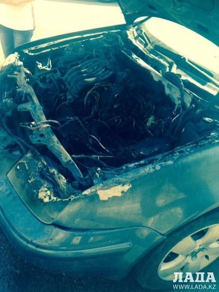 В Актау загорелся автомобиль Volkswagen Jetta