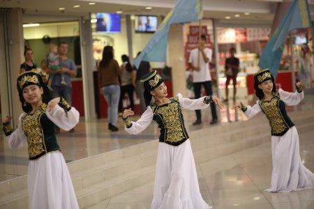 В честь 550-летия Казахского ханства в Актау организовали флешмоб