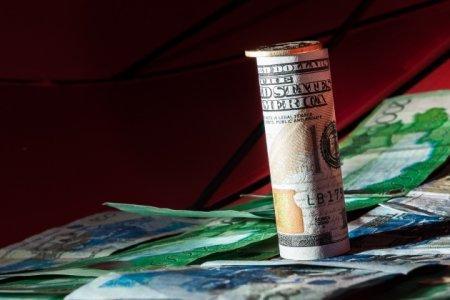Средневзвешенный курс доллара на вечерней сессии KASE составил 270,73 тенге
