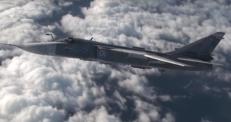 Дозаправку бомбардировщика в воздухе показали в России