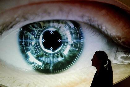 Радужка глаза заменит пароль при выдаче денег из банкомата