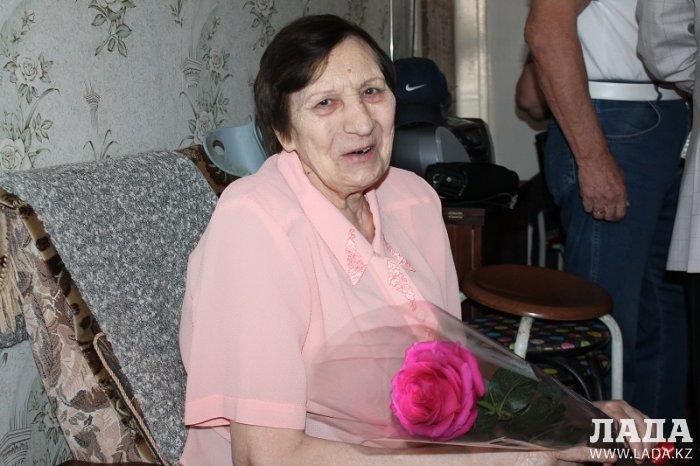 В День пожилых людей бывшие коллеги навестили 80-летнего ветерана полиции Любовь Тарасову