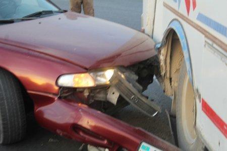 В Актау на кольцевой  Mazda Cronos столкнулась с автобусом