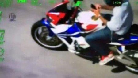 В США байкер, уходя от погони, писал SMS обеими руками