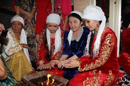 Пара туфель помогла братьям-близнецам из Актау найти невест-двойняшек в Уральске
