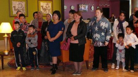Теплые вещи для многодетных семей собрали жители и предприниматели Актау
