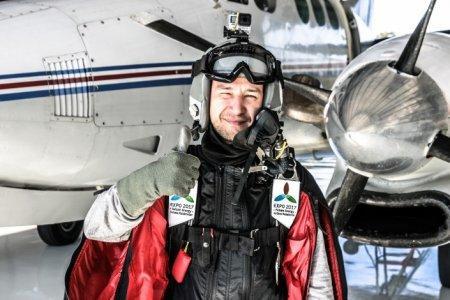 Казахстанец установил рекорд по высоте прыжка в вингсьюте
