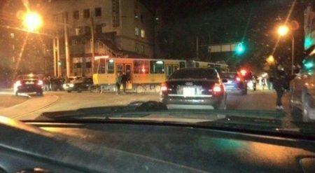 Появилось видео столкновения трамвая c машинами в Алматы