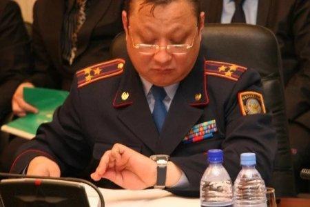 СМИ: Из дома начальника полиции Костанайской области вынесли драгоценности и роскошные часы