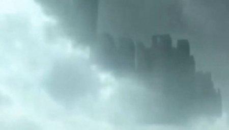 В небе над Китаем проплыл огромный призрачный город