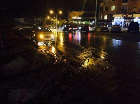 В 14 микрорайоне Актау прорвало канализационную трубу