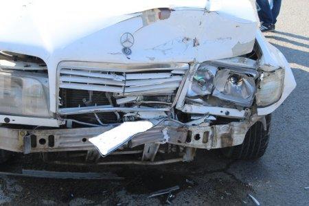В Актау на перекрестке столкнулись два автомобиля