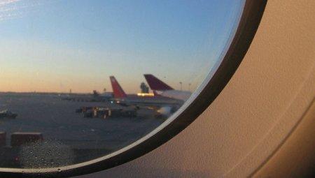 В теле кусавшегося пассажира самолета нашли подозрительные контейнеры