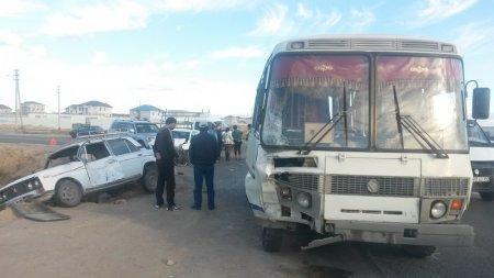 В Актау произошло массовое ДТП с участием пассажирского автобуса