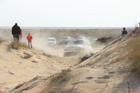 В соревнованиях по ралли-кроссу в Актау участвуют более 20 автогонщиков