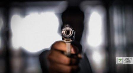 В Караганде мужчина стрелял в рейсовый микроавтобус