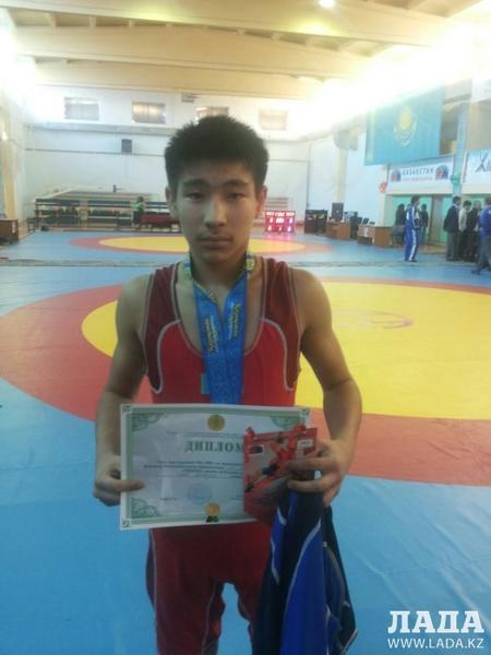 Актауский спортсмен Ерназар Косов стал бронзовым призером чемпионата Казахстана по греко-римской борьбе