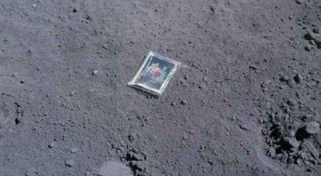 Американский астронавт оставил фотопослание на Луне более 40 лет назад