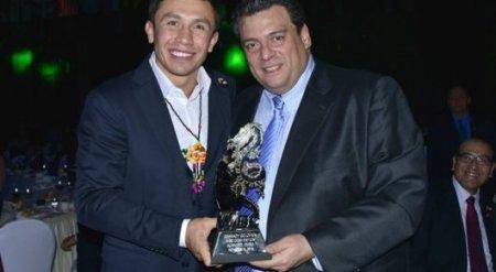 Геннадий Головкин получил награду от WBC