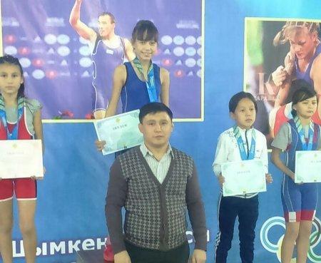 Актауская спортсменка Марал Танибергенова завоевала золотую медаль на чемпионате Казахстана по вольной борьбе