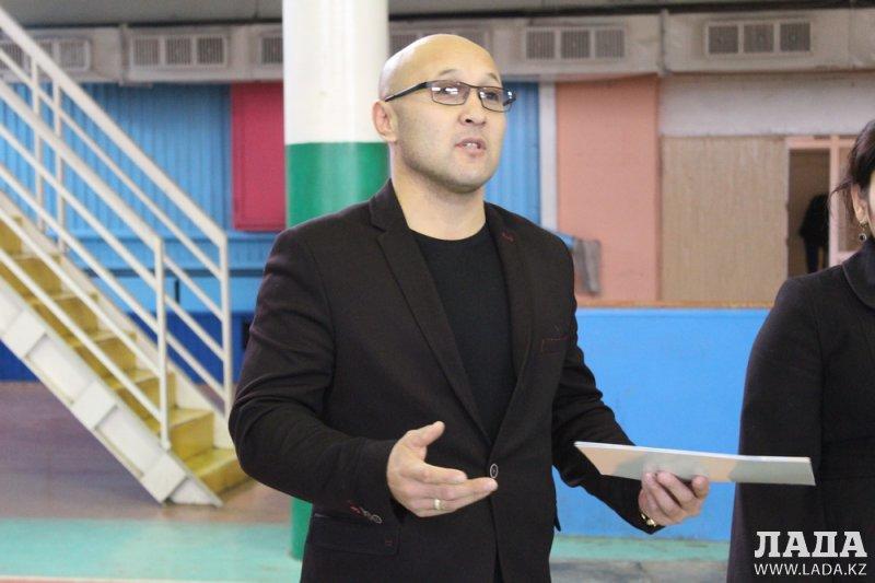 В Актау на областном чемпионате по гиревому спорту Еркебулан Канатбаев поднял гирю 61 раз