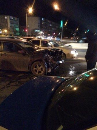 В аварии на перекрестке в центре Актау пострадала девушка