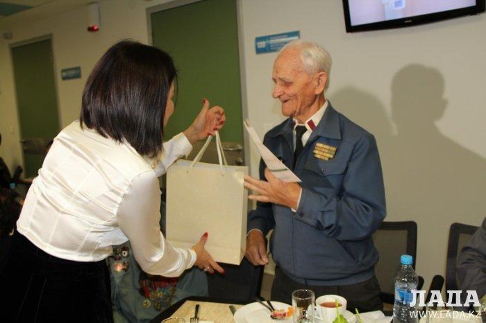 Мангистауским ветеранам вручили сертификаты на пожизненное бесплатное медицинское обслуживание