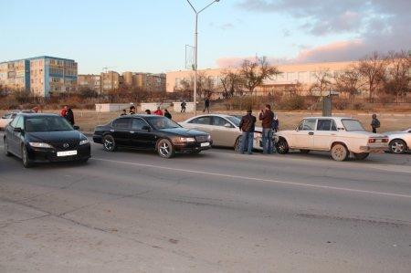 Сотрудник ДПС: Уснувший за рулем водитель стал причиной столкновения трех автомобилей в Актау