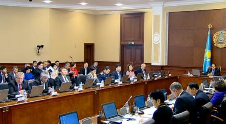 Быть рачительными хозяевами денег попросил чиновников глава правительства Казахстана