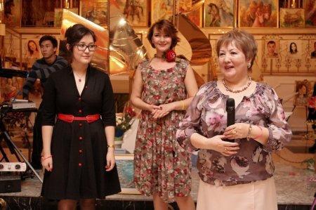 Свыше шестидесяти работ художницы Сабины Рамазановой смогли увидеть жители Актау на выставке «Осенний вернисаж»