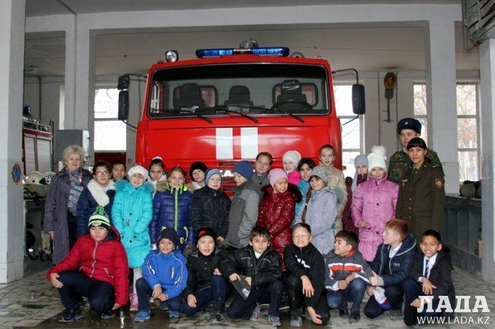 Пожарные Актау провели экскурсию для школьников