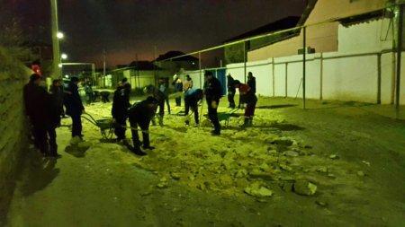 Не дождавшись дороги от акимата, жители поселка Арай в Мунайлы вышли строить ее сами