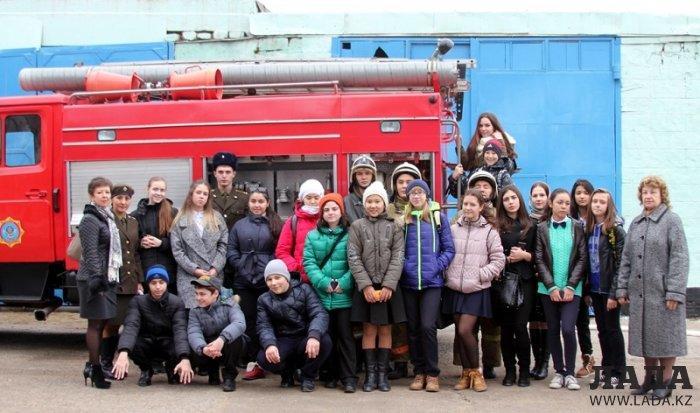 Пожарные Актау провели День открытых дверей для школьников